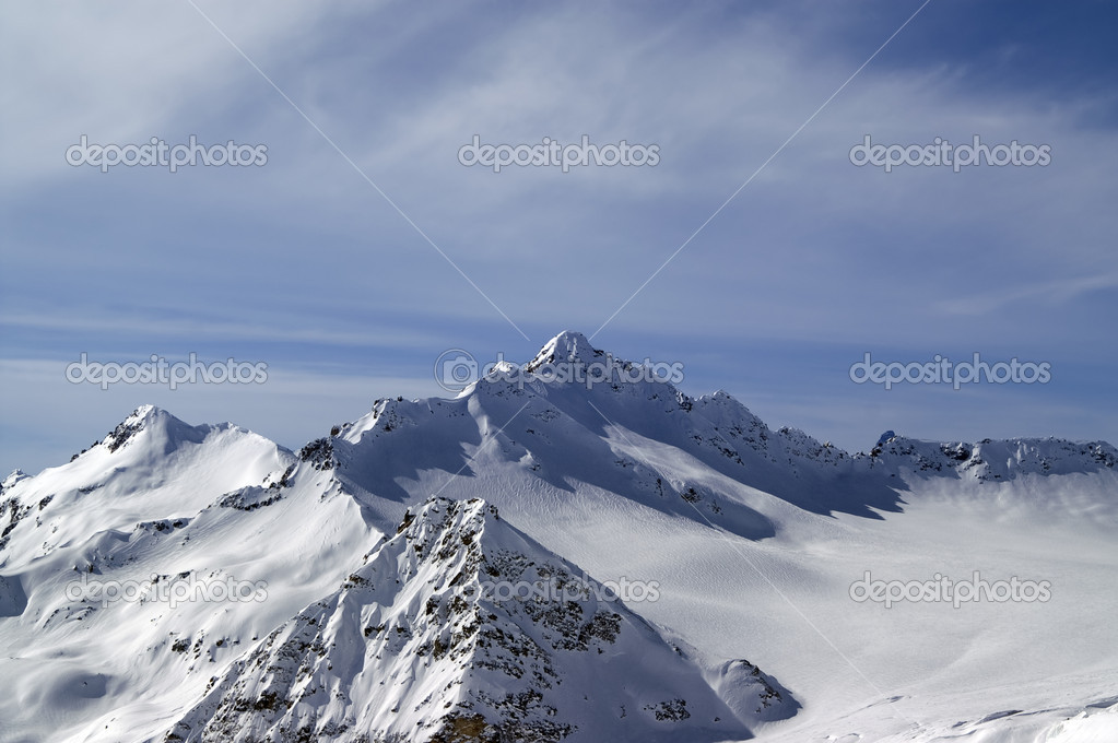 View from the ski slope on Mount Elbrus. Caucasus Mountains. — Stock Photo #7825897
