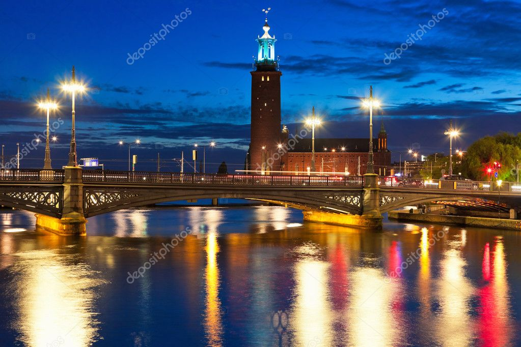 Scenic night view of the Old Town (Gamla Stan) in Stockholm, Sweden — Stock Photo #7114079