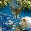 Two glasses of wine and Christmas decoration — 图库照片