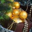 Christmas decoration in chest - Stockfoto