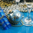 Two glasses of wine and Christmas decoration - Stockfoto