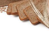 Tranches de pain et épis de maïs — Photo