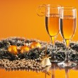 glas vin och jul dekoration — Stockfoto