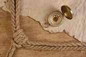 Bússola, papel velho e corda — Fotografia Stock