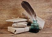 Lettera e una penna nel calamaio — Foto Stock
