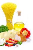 Těstoviny na bílém pozadí — Stock fotografie