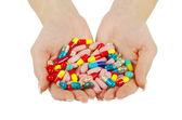 Hands holds pills — ストック写真