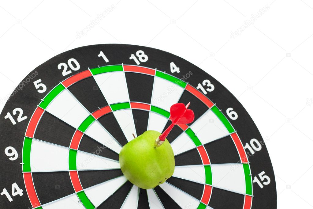 Dart hit green apple in the centre of target — Stock Photo #6975577