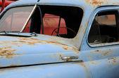 Close-up oxidado de coches sin ventanas — Foto de Stock