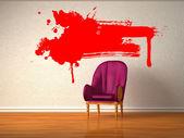 Minimalist iç kırmızı sıçraması ile yalnız lüks sandalye — Stok fotoğraf