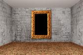Nieczysty pokój cegły z ramki na zdjęcia — Zdjęcie stockowe