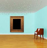 židle s ozdobným rámem v luxusní galerie — Stock fotografie