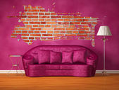 Purple couch with table, standard lamp and splash hole in purple interior — Zdjęcie stockowe
