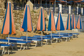 Sun-beds and parasols — Stock Photo