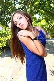 Retrato de una joven mujer sexy al aire libre — Foto de Stock