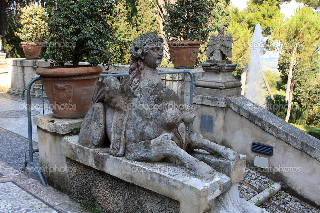 Statue at the garden in villa D`Este, Tivoli, Italy — Stock Photo #6825917