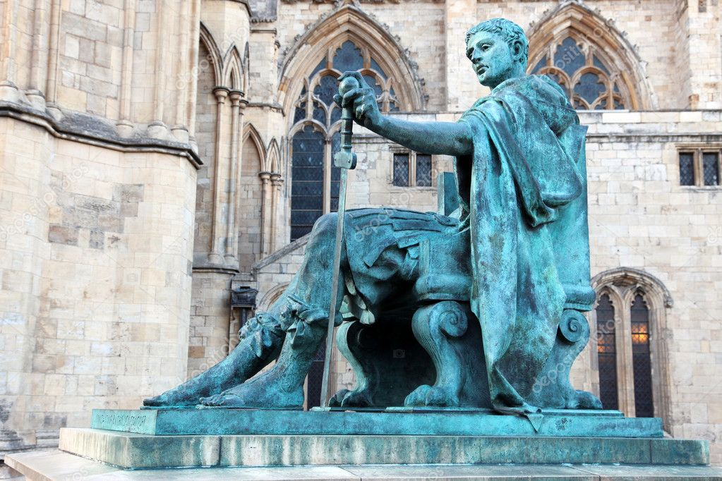 Statue of Constantine I outside York Minster in England , GB — Stock fotografie #6879488