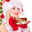 Christmas girl in santa hat and cake on plate. — Foto Stock