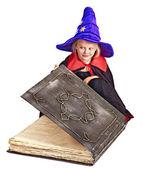 女巫儿童举行图书. — 图库照片