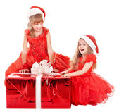 Children in santa hat holding gift box. — Stock Photo