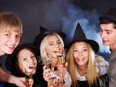 Grupp unga dricka champagne. — Stockfoto