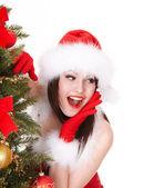 Vánoční dívka v santa hat s jedle. — Stock fotografie