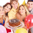 Group holding cake. — Foto Stock