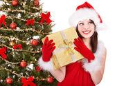 Girl in santa hat holding gift box. — Stock Photo