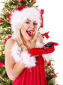 Christmas girl in santa hat holding auto keys. — Stock Photo