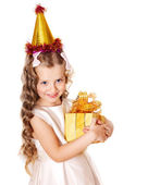 Kid with birthday gift box. — Stockfoto