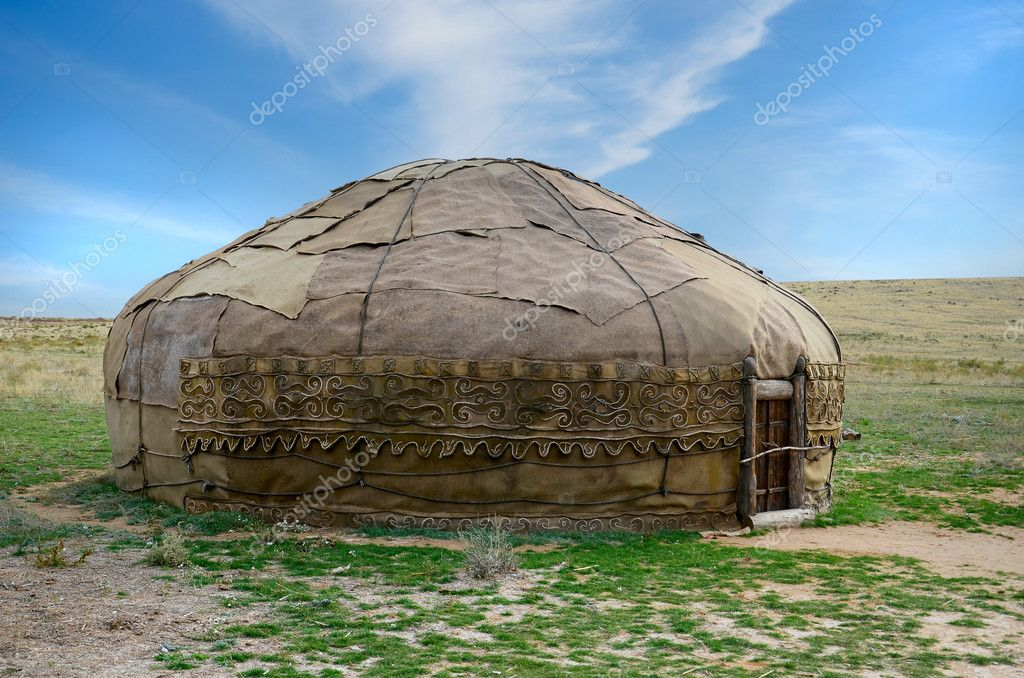 Traditional asian yurt made of hide and using since 9th century BC — Stock Photo #7609418