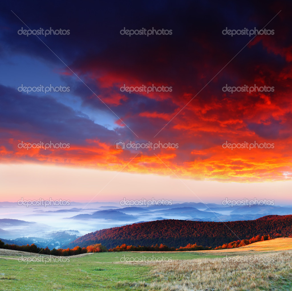 Majestic sunrise in the mountains landscape. HDR image — Stock Photo #6862105