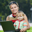Smiling pregnant woman with laptop — Stockfoto