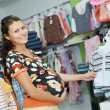 Foto Stock: Young pregnant woman at shop