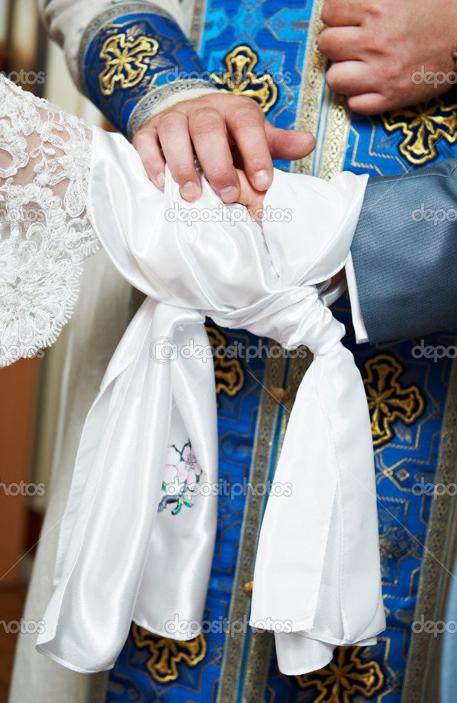 Close-up orthodox priest hands during God's blessing at church wedding ceremony — Stock fotografie #6947104