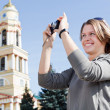 Young beautiful woman photographing city's attractions — Zdjęcie stockowe