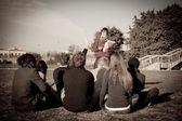 Młody nauczyciel i uczniowie — Zdjęcie stockowe