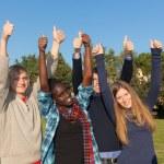 estudantes felizes com polegares para cima — Foto Stock