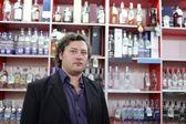 Man in wine shop — Stock Photo