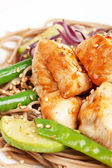 Chicken with noodles and vegetables — Stok fotoğraf