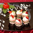 Tiramisu Sushi Roll garnished with Strawberry and Mint - Foto de Stock
