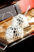 Zilveren ballen in het vak — Stockfoto