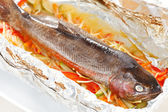 Trout baked with vegetables in the foil — Stock Photo