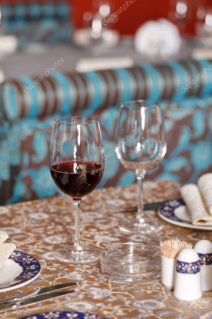 Wine glasses on the table — Stock Photo #6975698