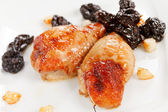 Chicken wings with prunes — Stockfoto