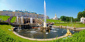 Grand Cascade of fountains at Peterhof — Stock Photo