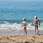 Children on sea beach — Stock Photo #7163279