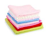 Haufen gestapelt bunte handtücher — Stockfoto