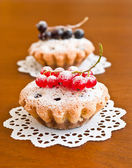 Two muffins and currants — Stock Photo