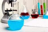 Equipo de laborotary química o biología — Foto de Stock